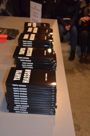 Efter oplæsningen kunne man både købe og få signeret en bog.